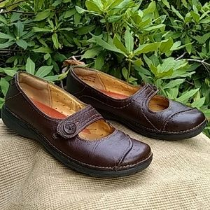 Clark's unstructured Mary Janes brown leather
